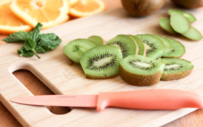5 Health Benefits and Reasons to Eat Kiwi